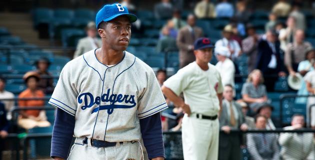 La película '42' demuestra la trascendencia de Jackie Robinson en el béisbol