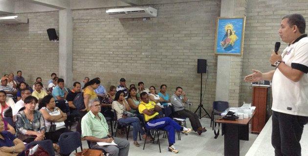 Noticia: 300 maestros reciben capacitación para concurso docente en el Distrito