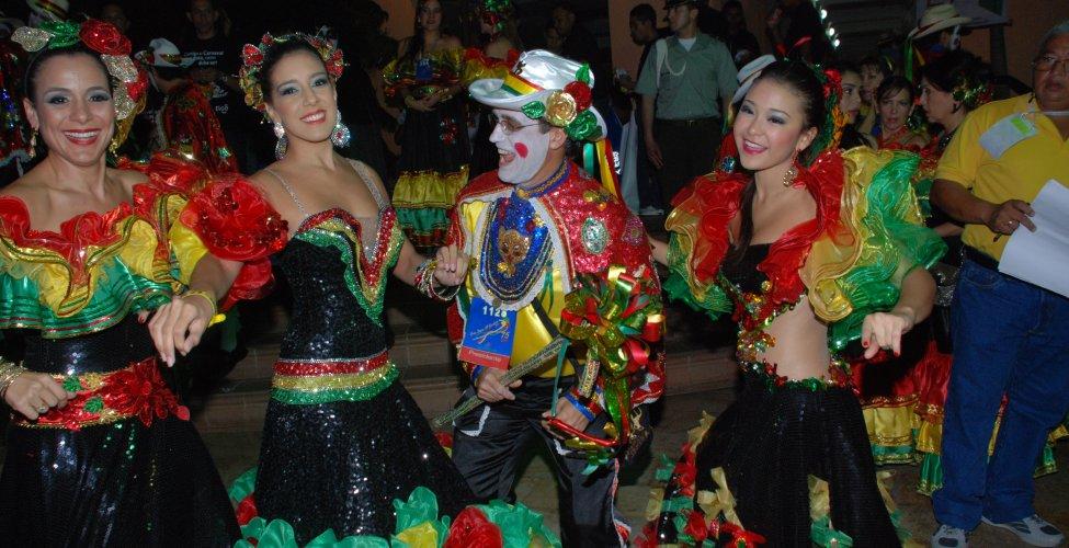 Reina Del Carnaval Marcela Davila Con Su Padre Ramon Por